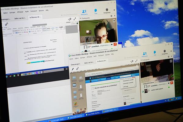 Les étudiants qui composent en ligne sont connectés en permanence en chat et en vidéo.